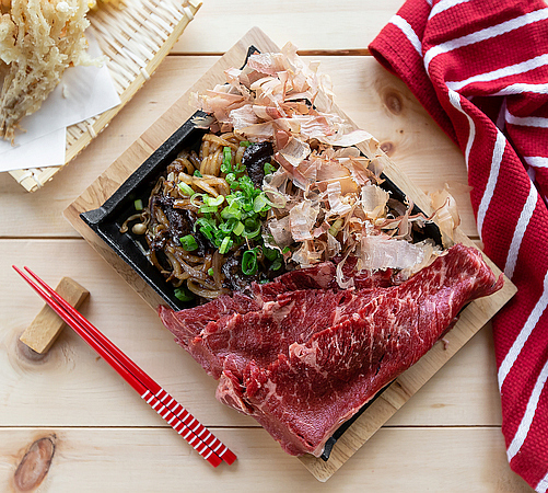 Sizzling meat platter with Udon